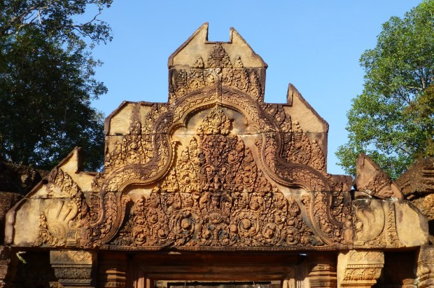 Pediment at entrance to Banteay Srei