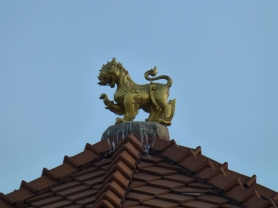 Lion on top of band stand