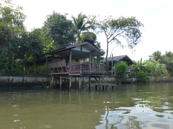 A private dock along Khlong Saen Saeb