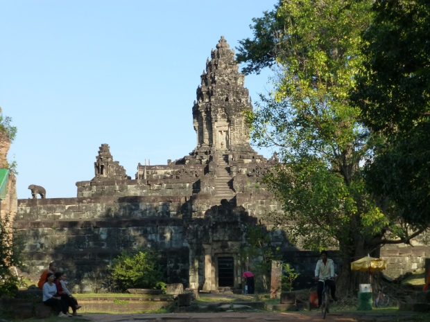 Central temple at Bakong