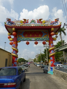 Gate to Chinese temple in Nonthaburi