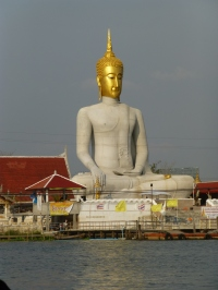 Large Buddha across from Koh Kret