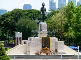 Statute of Rama VI at Lumpini